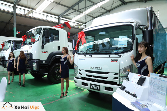 Isuzu trang bị cảm biến, camera lùi và cả động cơ chuẩn khí thải Euro 4 cho xe tải - Ảnh 3.