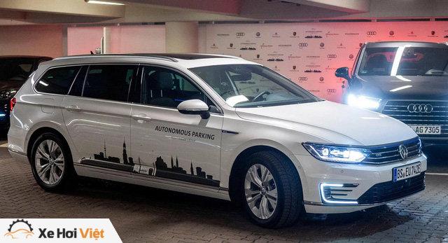 Volkswagen muốn tiêu chuẩn hóa đỗ xe tự động trong 3 năm tới - Ảnh 1.