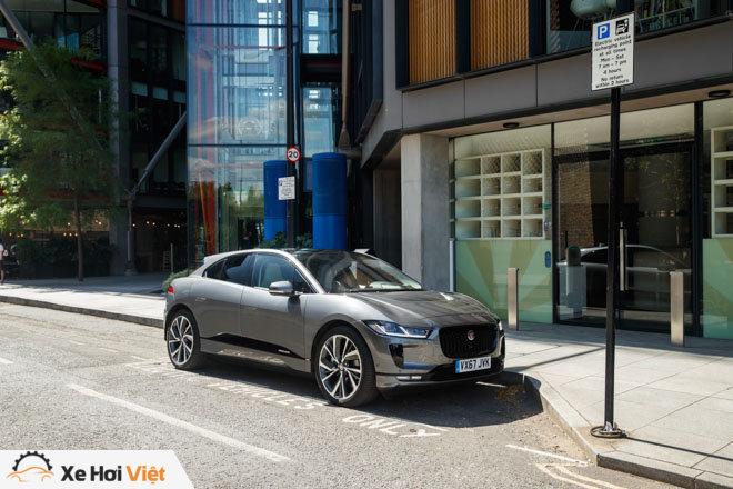 Với một lần sạc, xe điện Jaguar I-Pace có thể chạy được tới 369 km - 6
