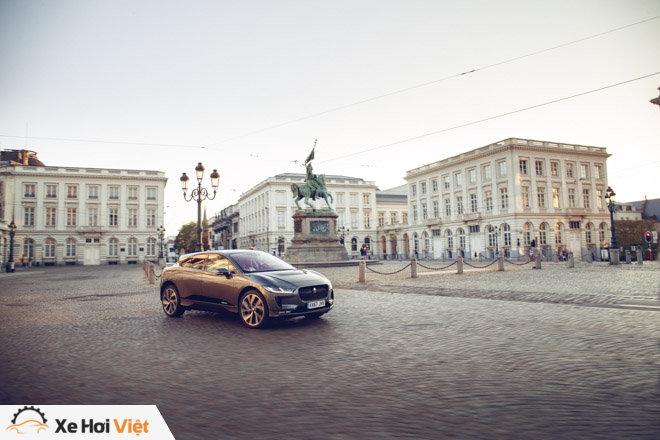 Với một lần sạc, xe điện Jaguar I-Pace có thể chạy được tới 369 km - 1