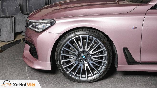 BMW 750Li xDrive cực cá tính với màu sơn hồng phấn - 9