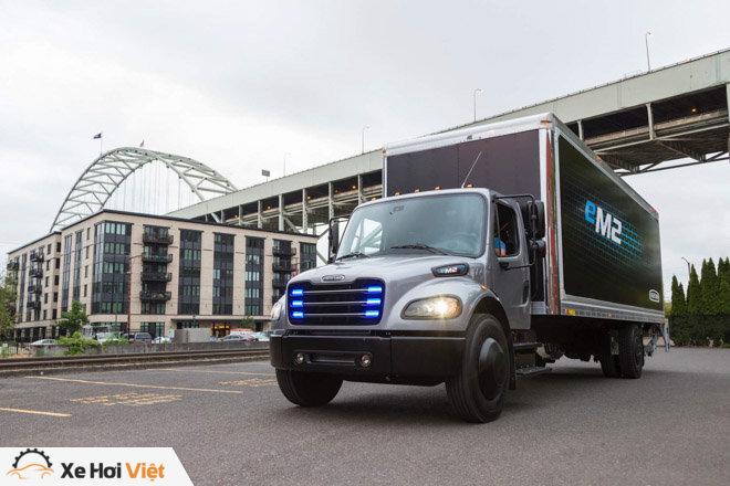 Xe tải chạy điện Freightliner eM2 bắt đầu được triển khai tại Mỹ - 1
